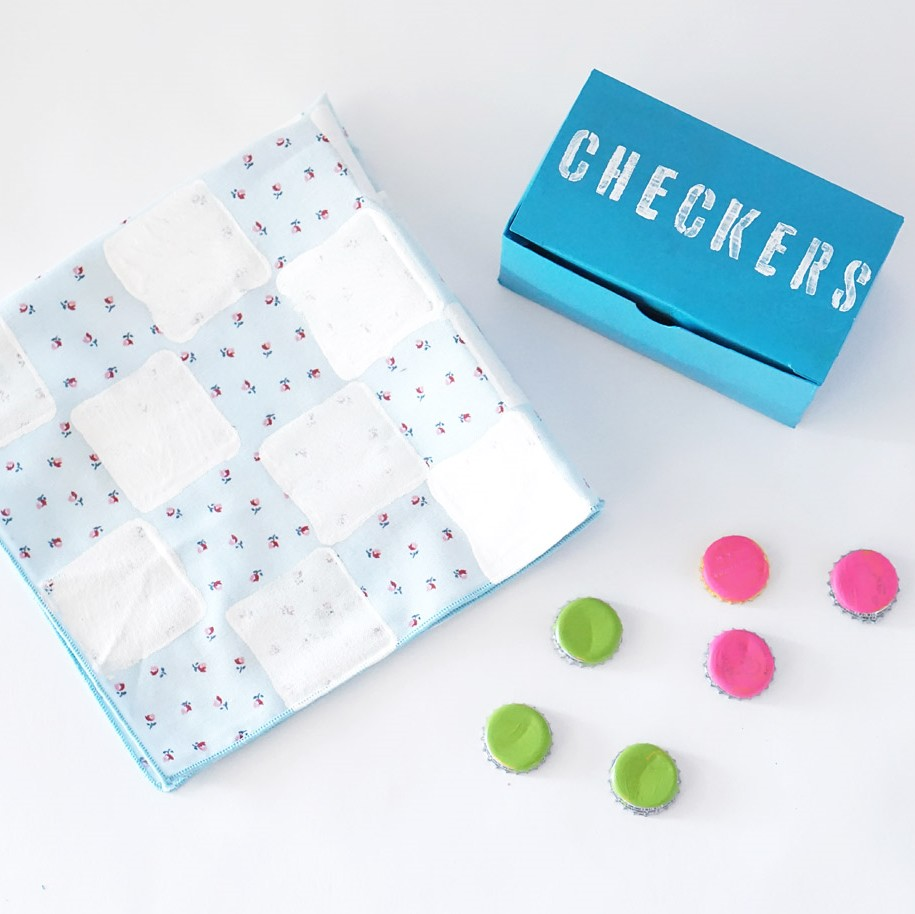 DIY Recycled Checkers Set