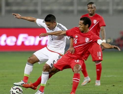 México rescata gris empate frente a Perú en partido amistoso