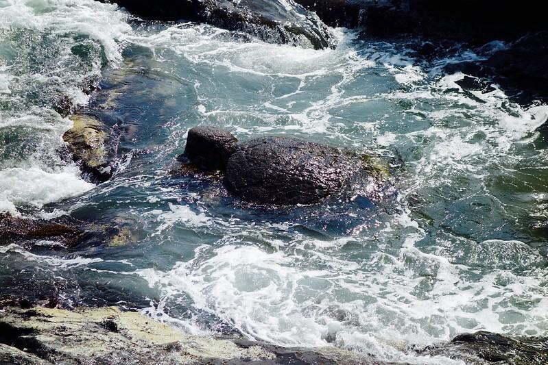 江の島、亀石