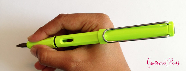 Review Lamy Safari LE 2015 Neon Lime Fountain Pen @Fontoplum0 @Lamy @LamyUSA (7)
