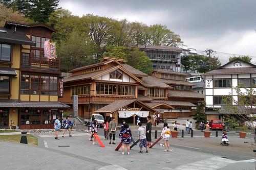 草津温泉 御座乃湯(写真中央)