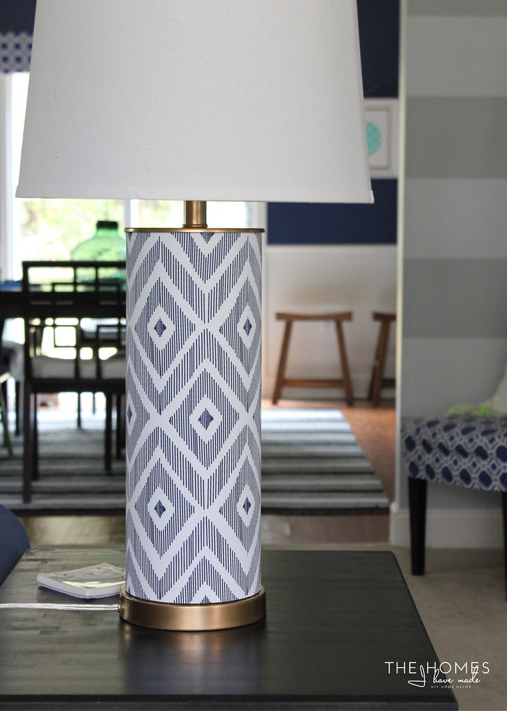12 Wallpaper Ideas for Renters - Lamp