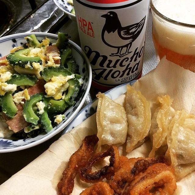 goya champuru, gyoza, calamari & @muchoaloha beer #dinner #goyachampuru #gyoza #calamari #beer #muchoaloha #japan