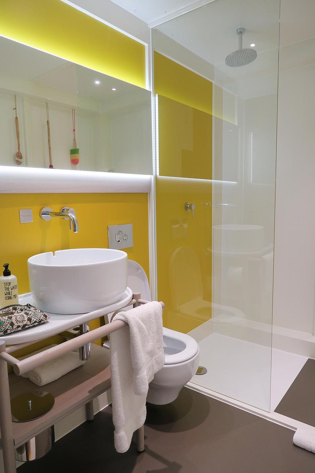 qbic-hotel-london-rainfall-shower-large-bathroom