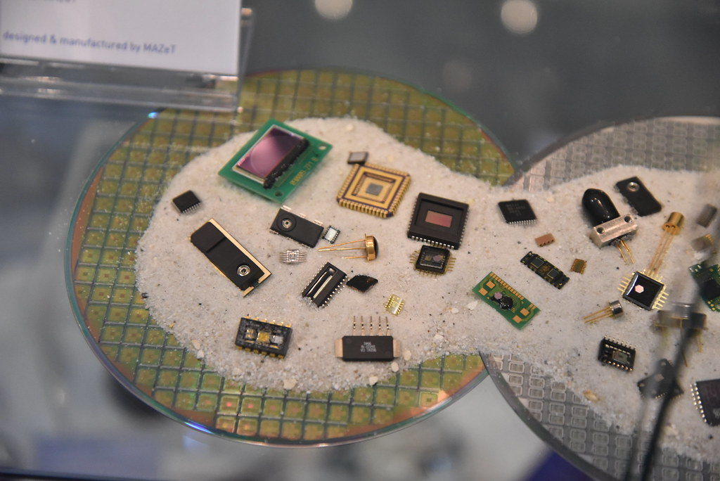 MAZeT electronic components on display