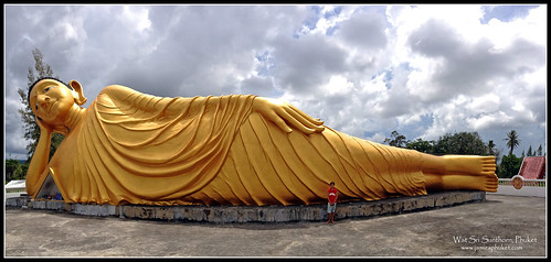 Reclining Buddha at Wat Sri Sunthorn