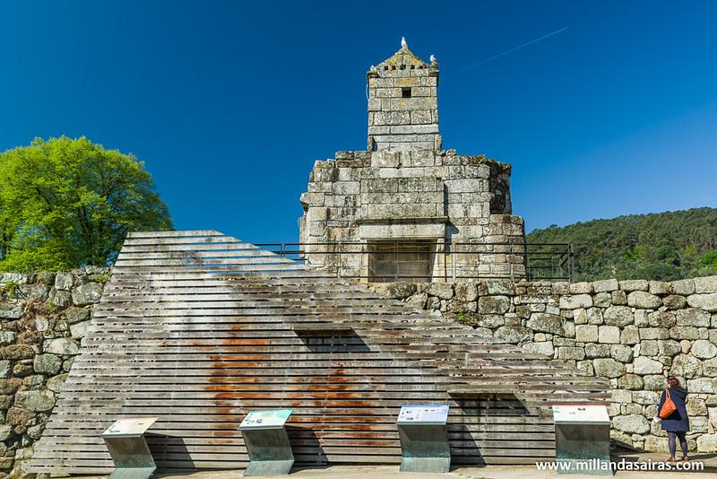 Restos de la chimenea del Castillo de los Condes de Ribadavia