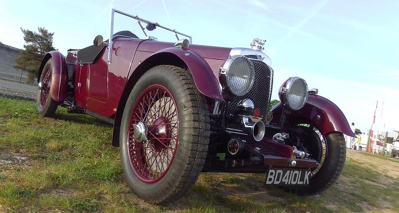 Pour les amateurs d'Aston Martin du passé antérieur 17881482942_d853b59279_c