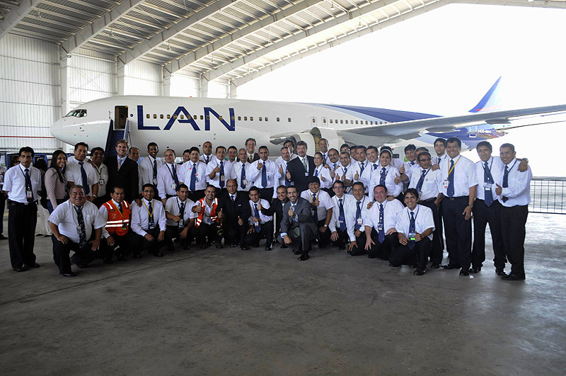 LAN Base de Mantto LIM mecanicos con avion  (LAN)