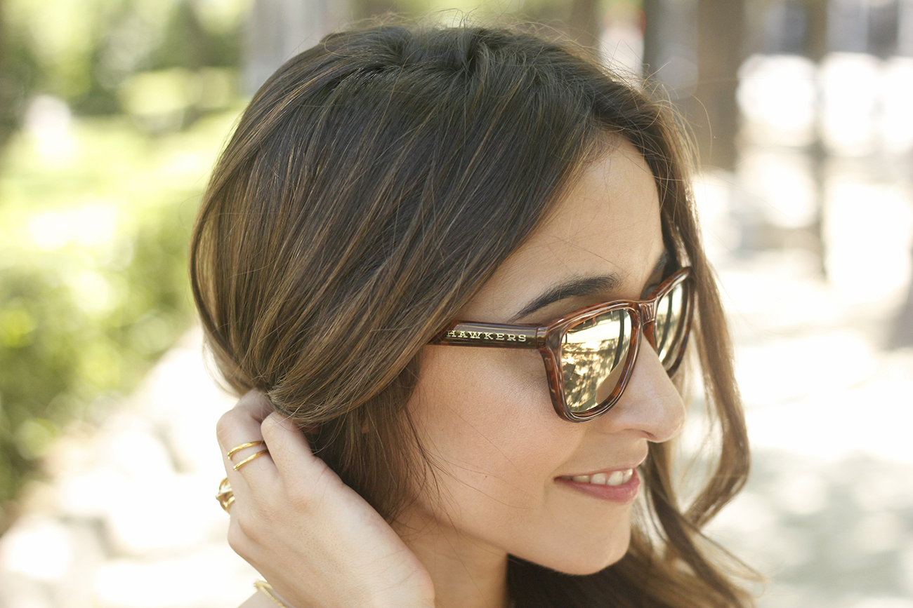 gafas de sol hawkers black lace top tropical print shorts summer outfit heels furla bag sunnies accessories11