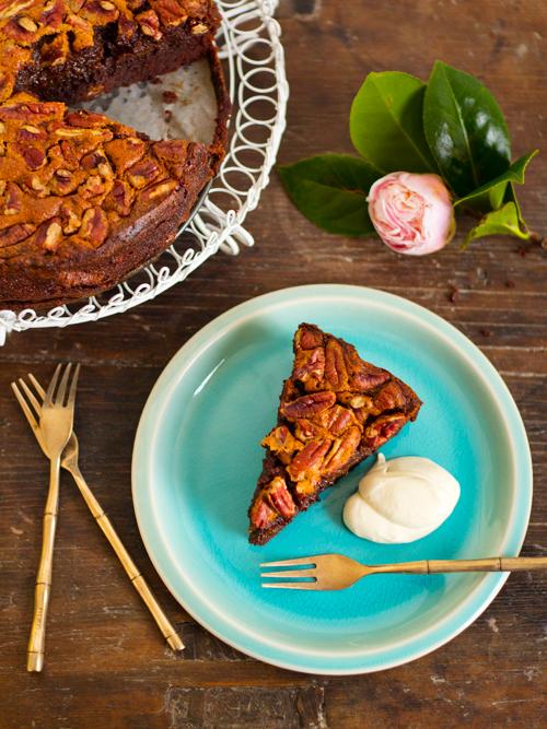 chocolate malt pecan pie brownie cake | spicyicecream