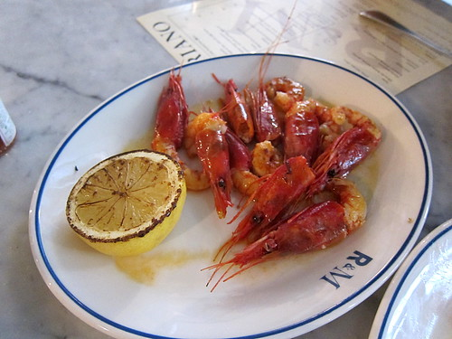 Cooked red prawns, olive oil, salt, lemon