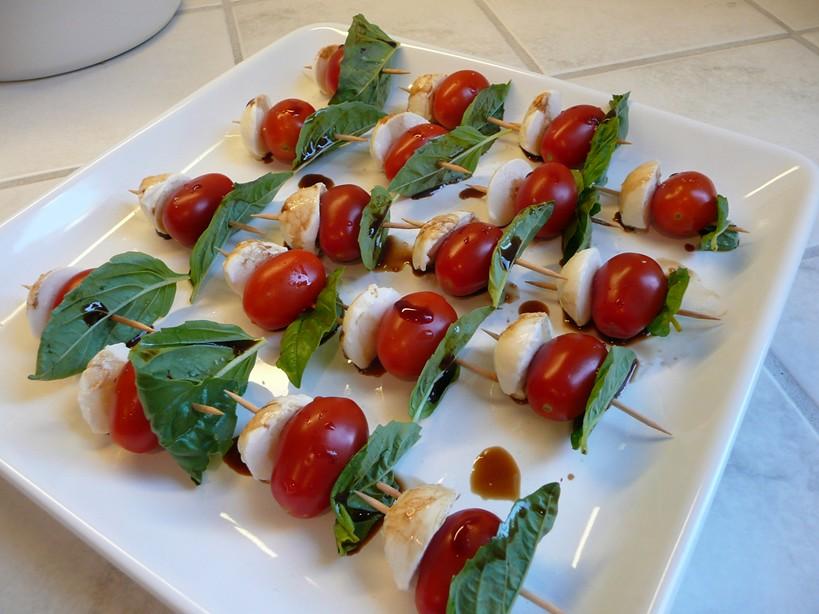 Caprese Bites, balsamic vinegar, basil, Caprese Bites, Caprese salad, easy appetizer, gluten free appetizer, grape tomatoes, make ahead appeziter, mozzarella balls
