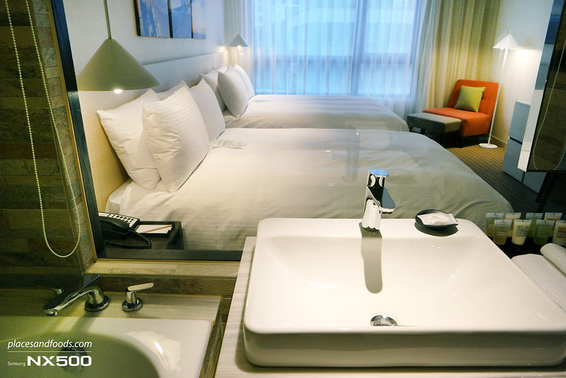 riverview hotel taipei bathroom view