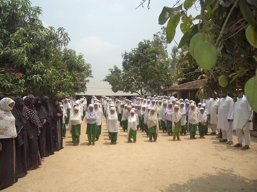 Girsl_students_of_Marium_memorial_Madrassa