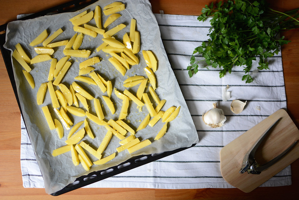 making-garlic-fries