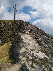Die letzten Meter zum Gipfel sind Drahtseil-gesichert