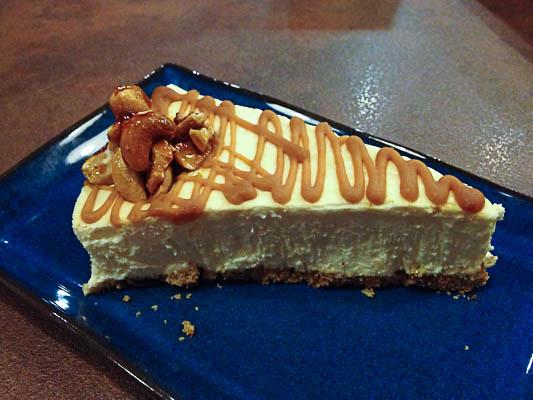 fahrenheit-600-restaurant-salted-caramel-cheesecake