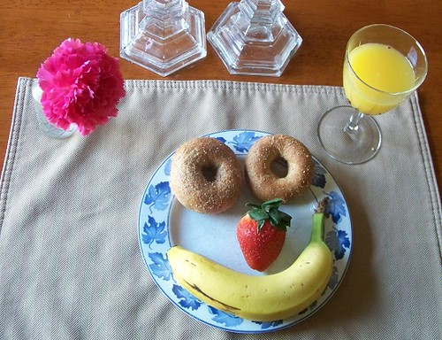Smile-Face Breakfast (Photo from Edventures with Kids)