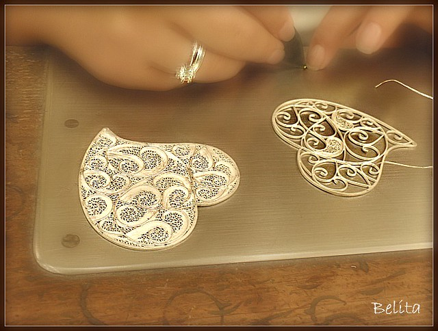 ART - MAKING SILVER FILIGREE HEART-SHAPED PENDANTS