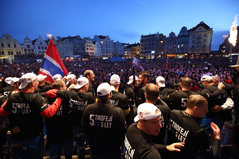 150530_CZE_Viktoria_Plzen_celebration_city_square_V2