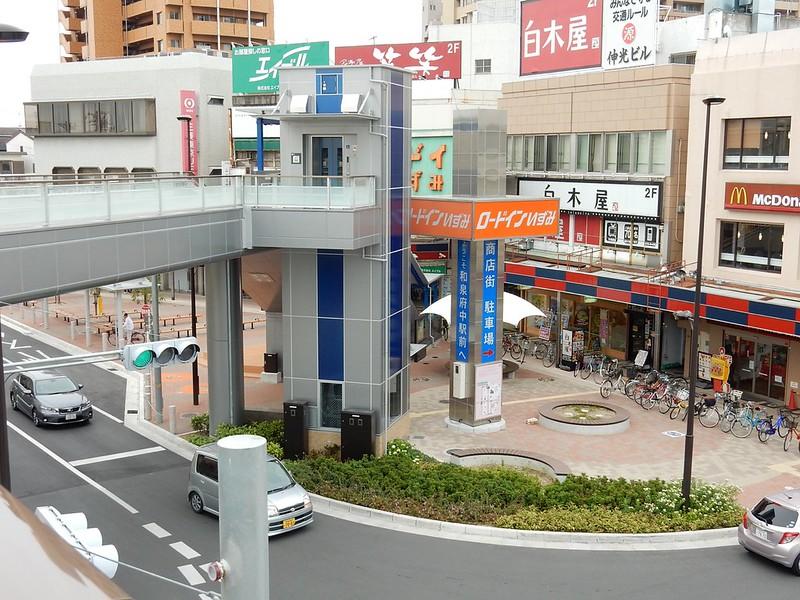 JR和泉府中駅前