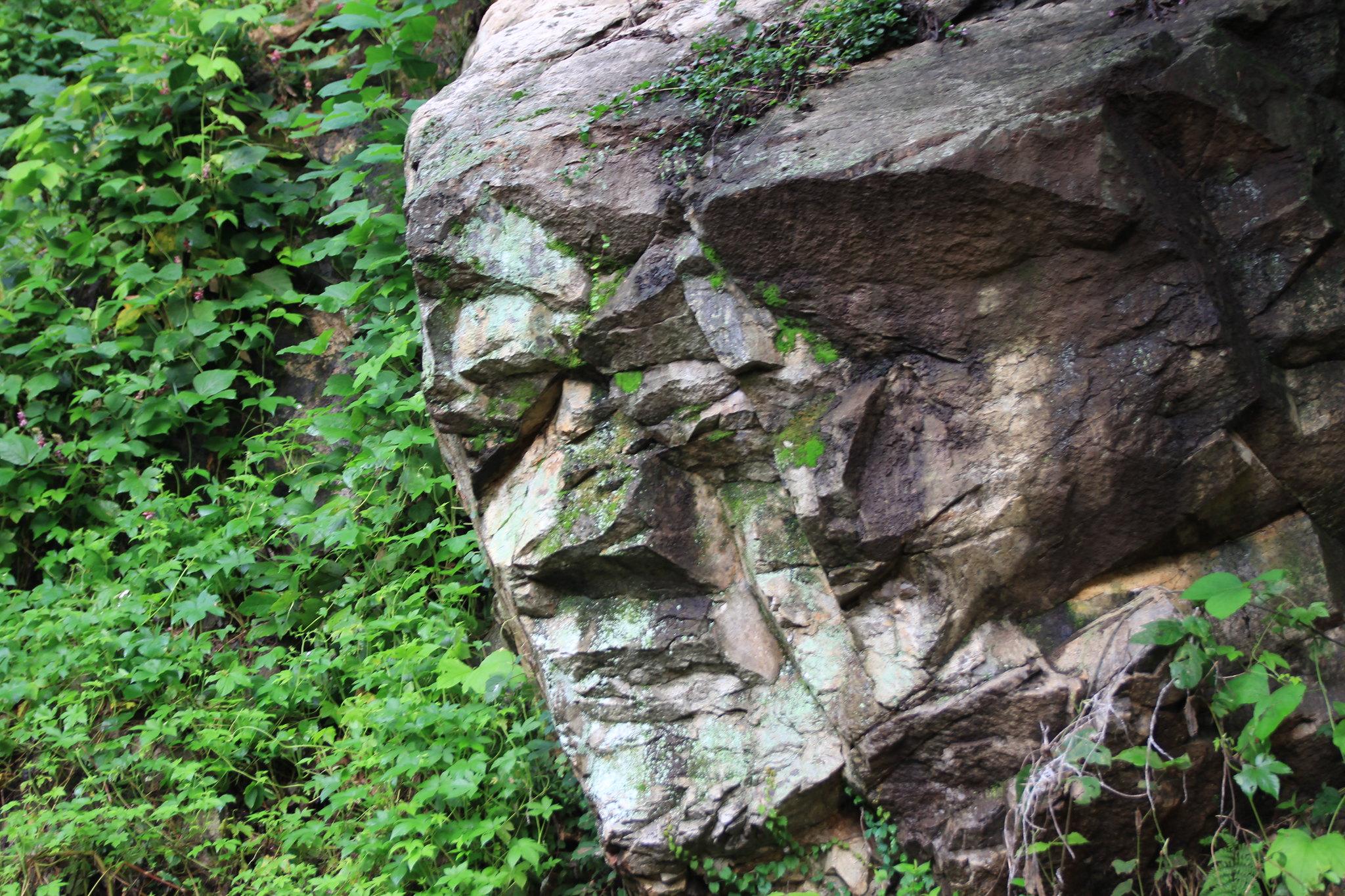 鄭明析牧師自畫像石