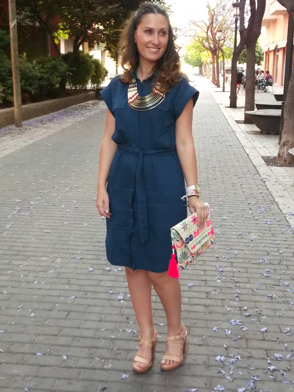 vestido camisero azul denim, collar étnico tribal, sandalias nude madera, clutch, blue denim shirtwaist dress, tribal ethnic necklace, nude sandals wooden, Massimo Dutti, Oysho, Zara, Lowlita & You, Aliexpress