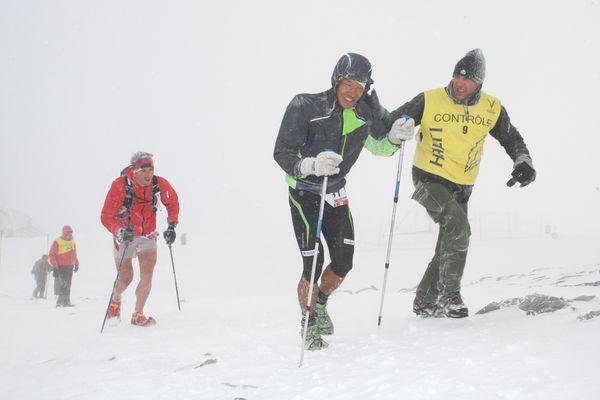 O Dawa Sherpa σε πραγματικά χειμερινές συνθήκες στον Ice Trail Tarentaise 2012. Ιούλιος είπατε?