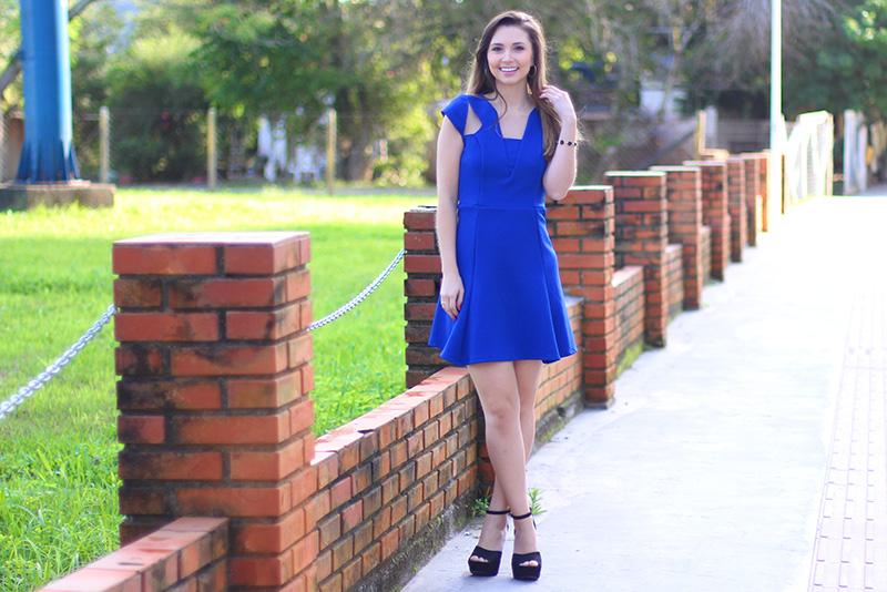 01-look com vestido azul bic com transparência jana taffarel blog sempre glamour