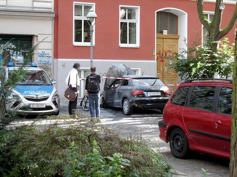 28.7.2016 - Ausgebranntes Auto in der Böckhstraße in Berlin-Kreuzberg