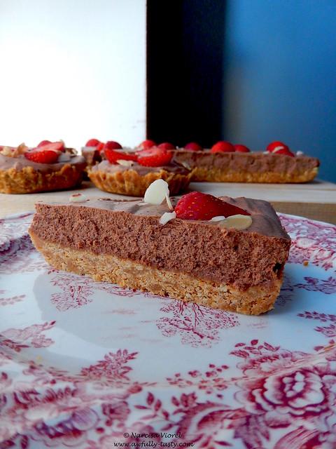 tarta cu mousse de ciocolata si capsuni