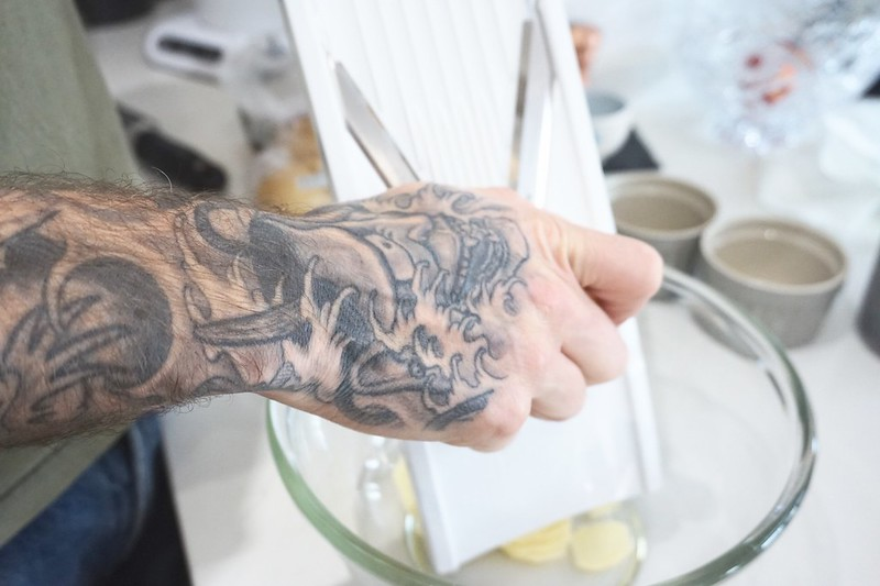 hand tattoo dauphinois v slicer