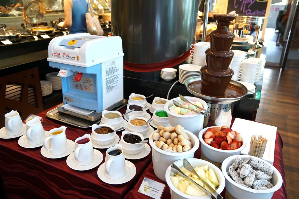 buffet breakfast, lunch, dinner - Flavours, Ramada Singapore-004