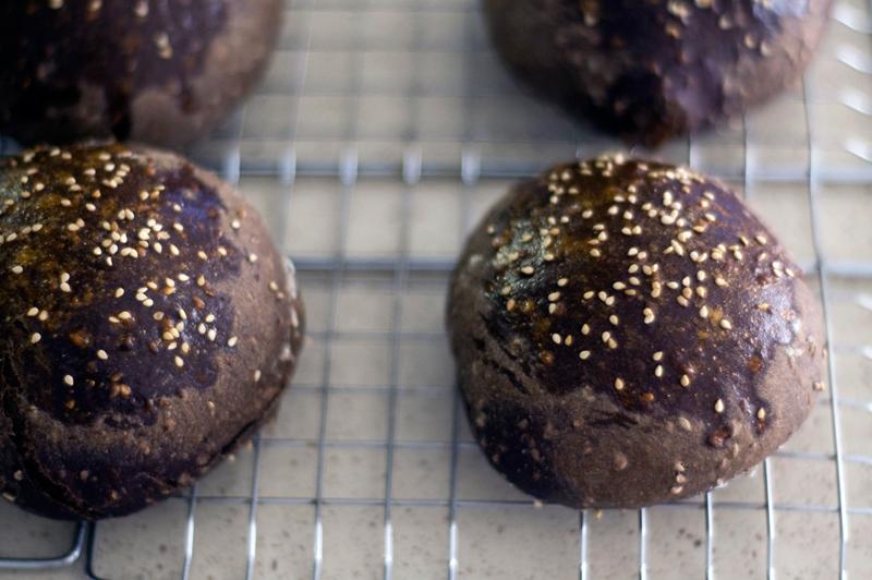 Pão de alfarroba e aveia com sementes de sésamo