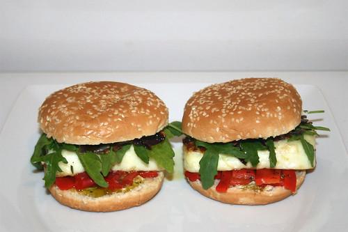 30 - Halloumi Burger - Served / Serviert