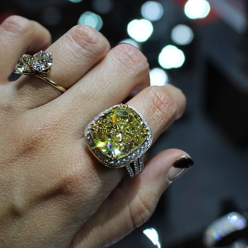 My first day at #LUXURYbyJCK and I go straight for a 15.54 ct fancy brownish yellow diamond -- internally flawless!! From @jackkelegejewelry #GemGossipdoesVegas