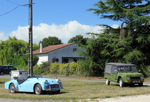 Triumph TR3 and Citroen Mehari 'a vendre' | by Spottedlaurel