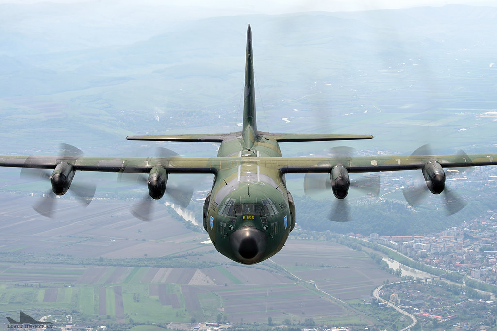 RoAF C130 Hercules in zbor 17562529115_390a2c7c61_b