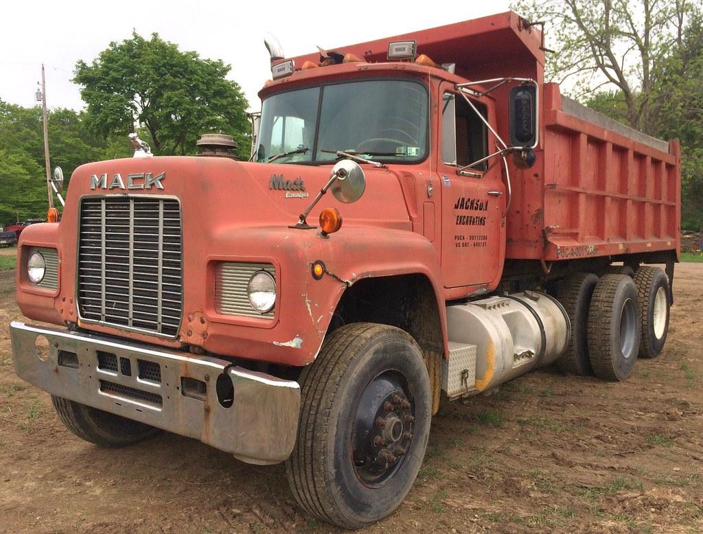 1984 Mack R Model Dump