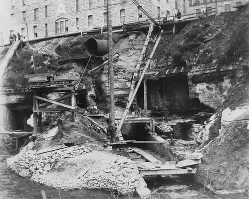 1870-1880 BUILDING A DAM BELOW THE PILLSBURY 'A' MILL BR0275 (1)