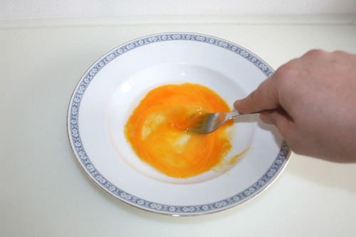 27 - Ei verquirlen / Whisk egg
