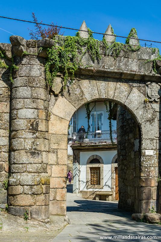 Puerta nueva de acceso a Ribadavia
