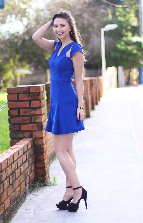 04-look com vestido azul bic com transparência jana taffarel blog sempre glamour