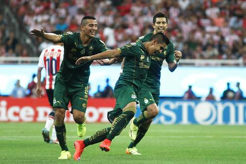 Con goleada a Chivas, el Santos franqueó el camino hacia la final