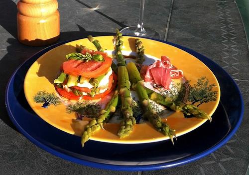 Tomates, mozzarella et asperges