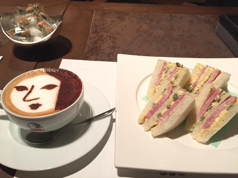 京しば漬タルタルの厚切りハムサンドイッチとよーじや特製カプチーノ