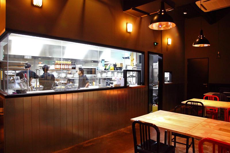 Enorme-Open-Kitchen