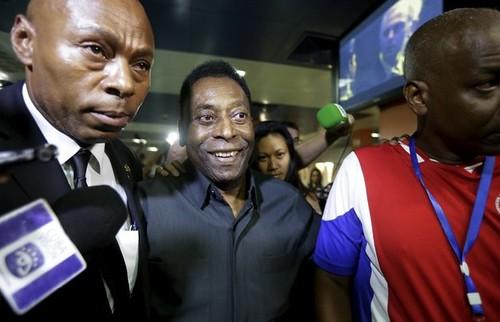 Pelé apoya a Blatter pese a escándalo de corrupción en FIFA