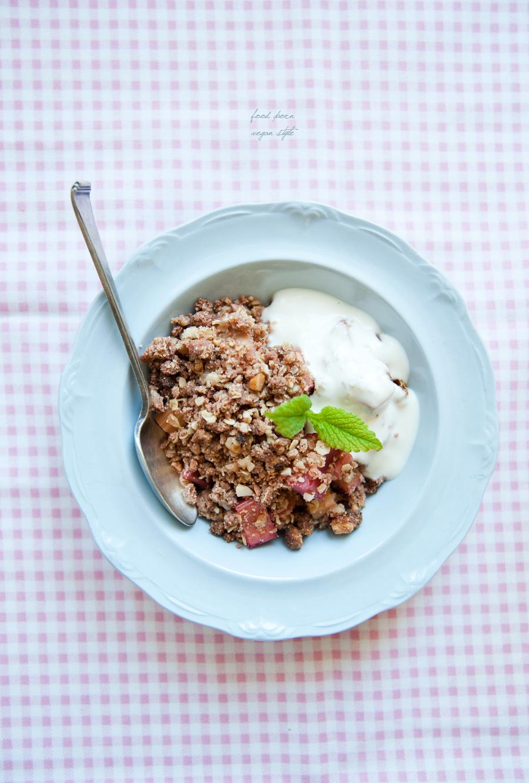 Rhubarb crumble (vegan & gluten-free)